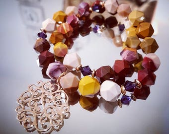 Bracelet doubles tour in Mookaite, Swarovski Crystal and openwork Arabesque pendant plated gold