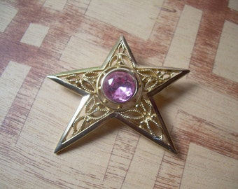 Beautiful Gold tone Vintage ornate and detailed Star brooch with beautifully faceted pink glass in the center