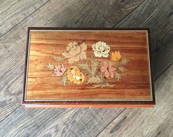 Vintage Reuge Music Box,  Reuge Switzerland,  made in Italy, box with key, Inlaid Wood jewelry box, floral pattern