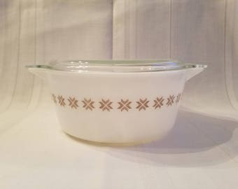 Vintage Pyrex Town and Country Cinderella 2 1/2 Qt Casserole Dish with Lid / Pyrex 475 / Cinderella Casserole /
