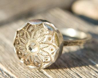 Dainty Golden Flower Vintage Button Ring