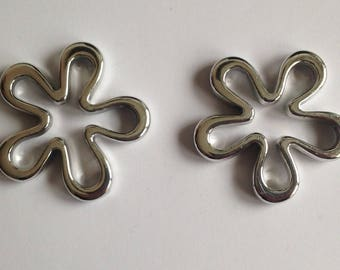 2 beads; Silver Flower separator