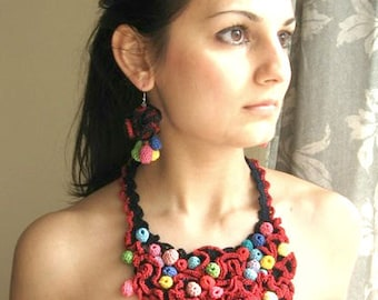 Set: necklace and earrings