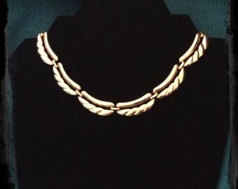 Vintage gold tone MONET adjustable heavy linked necklace