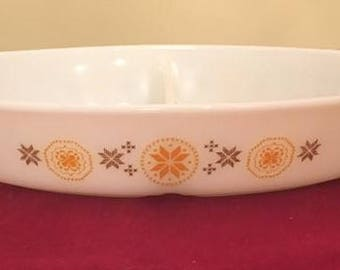 Vintage Pyrex Town and Country Divided    1 1/2 Quart Vegtable Bowl
