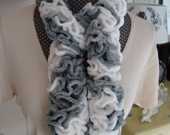 Round scarf wool chenille/velvet gray white ruffle
