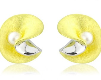 18ct yellow gold vermeil pearl earrings