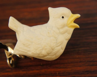 Vintage 80s-90s White Porcelain Bisque Bird Ornament/Clip On/ Woodland Decor/Retro/Bohemian/Shabby chic