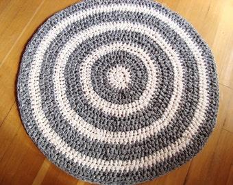 "Crochet Rag Rug, Gray and White Round Rag Rug, Grey and White 37"" Crocheted Rag Rug, Gray and White Decor, Cottage Chic Rag Rug, Shabby Rug"