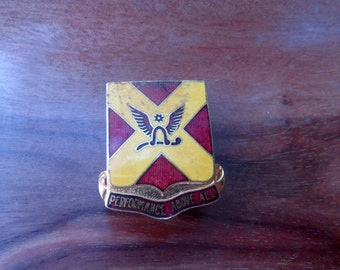 VINTAGE US Military DI Crest Field Artillery Unit Crest Performance Above All 84th Vintage Pin