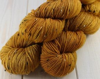Hand - dyed skeins Fingering - superwash Merino Wool and Nylon NEP. - 100 g / 400 m - saffron