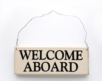 Wood sign saying: Welcome Aboard