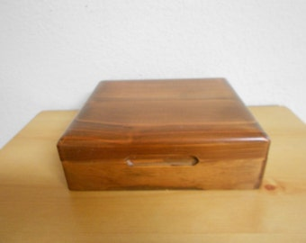 Vintage GORGEOUS Hardwood Beautifully Grained Jewelry Box / For Rings / Necklaces / Bracelets / Brooches