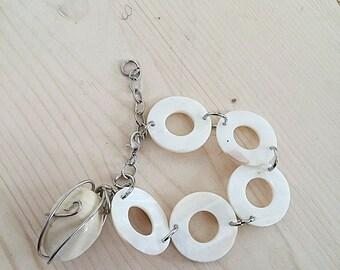Cream Shell Bracelet