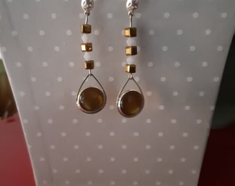 White and glossy brown earrings