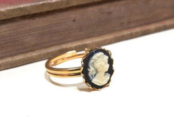 Vintage Cameo Ring - WWII Era - Lace / Scalloped Setting - Gold Plated - Adjustable - Black White Ivory Cream off white Vintage
