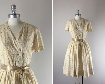 1950s Vintage Dress / 50s Eyelet Dress / Latte in Lace Dress