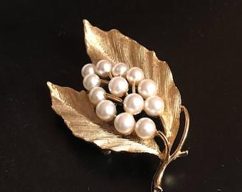 Vintage Usner Gold Tone Floral Brooch ; Gold Pin ; Price Drop