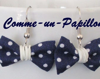 """Earrings """"knot"""" in Navy blue fabric weight white"""