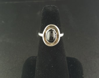 Black Onyx sterling silver ring - vintage Navajo - size 6
