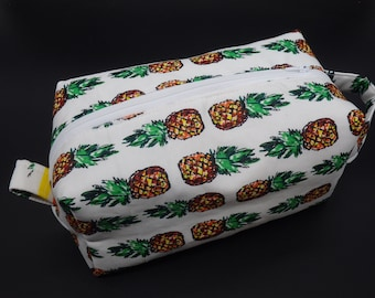 Pineapple Pouch, Pineapples Travel Bag, Tropical Ditty Bag, Bridesmaid Gifts, Pineapple Zipper Pouch, Gifts for Her, Hawaiian Vacation