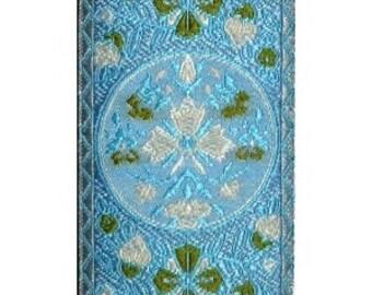 Blue, Moss, Ivory, and White Circle Jacquard (04-112-VA-084)
