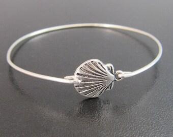 Scallop Shell Jewelry, Sea Shell Bracelet, Shell Bangle, Beach Accessory, Beach Bracelet, Shell Jewlery, Seashell Jewelry, Seashell Bracelet