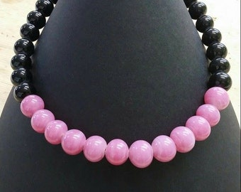 choker necklace in black and pink glass beads handmade