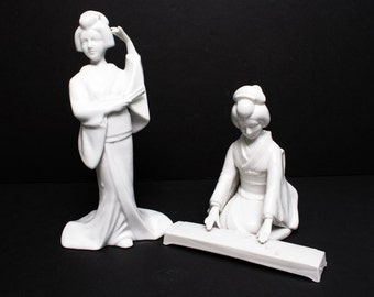 Pair of  Rare TOYO Asian Japanese GEISHA Blanc De Chine chinois figurines
