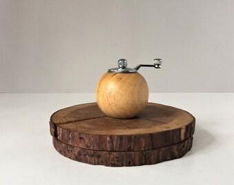 Vintage Round Pepper Mill, Modern Pepper Grinder, Wooden Spice Grinder, Mid Century Danish Aesthetic, Retro Kitchen, Foodie Gift