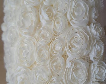 50 cm of tape lace 10/11 cm wide ivory organza flowers