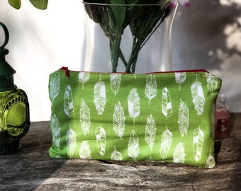 Green Feathered zippered Essential Oil Pouch (holds 10 rollers)