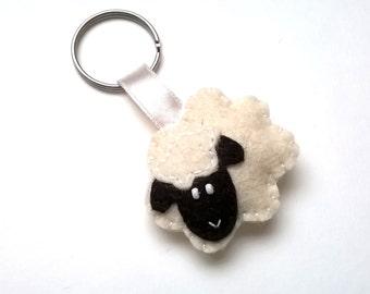 Felt sheep keychain - white sheep - lamb - felt accessories - eco friendly - gift for him - gift for her - key holder - felt animals