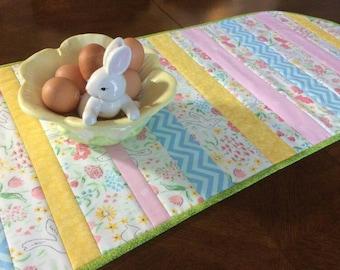 Spring Table Runner, Easter Table Runner, Spring Decor, Quilted Table Runner, Easter Decor, Gift for Her, Kitchen Linens, Kitchen Decor