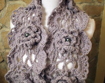 Grey wool scarf with beaded flowers