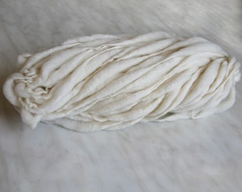Thick and Thin slub wool yarn TTY white 1oz 15-16 yards 18µ handspun, for dyeing, knitting