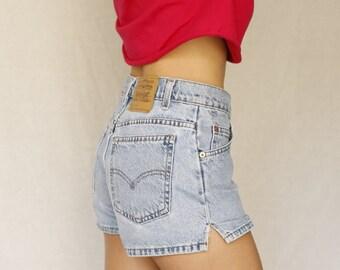 Vintage Levi's jean shorts light wash 37940 | 912 Slim Fit Sz 5 Jr. / 28 waist mid-rise / Excellent condition Vintage mom jeans