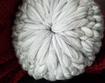 Bulky knit pillow - Round pillow