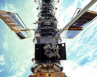 Repair of the Hubble Space Telescope from Space Shuttle Discovery Mission STS-103 - 8X10 or 11X14 NASA Photo (EP-461)