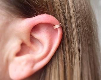 14k Gold Minimalist Ear Cuff. Dainty Ear Cuff. Tiny Delicate Ear Cuff. Fake Piercing. Upper Ear cuff. Minimal. Cuff Earrings. Fake Cartilage