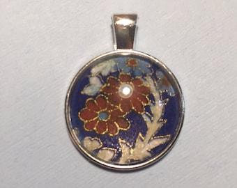 Flower pendants in blue