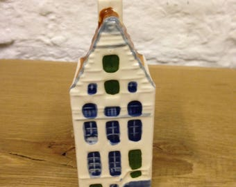 Vintage Handpainted Blue Delft Amsterdam Dutch House No. 64. In Very Good Condition.