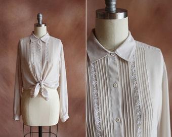 sheer crème pâle années 1980 blouse brodée crêpe de soie / taille m
