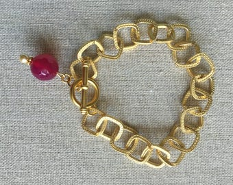Elegant goldplated chain link handmade bracelet with toggle clasp and bead charm