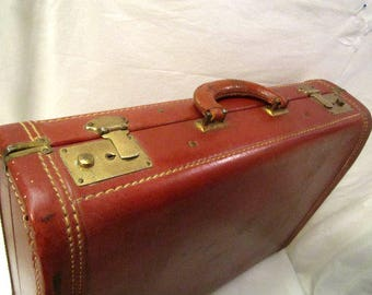 Suitcase, 1940s Suitcase, Vintage Suitcase, Classic Suitcase, Old Fashioned Baggage