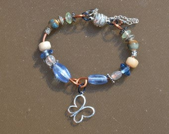Handmade bracelet with recycled copper and glass beads