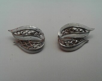 Vintage Stylized Leaf Shape Clip-On Earrings with Openwork Trellis Detail