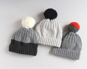 bicoloured pompom hat onesize