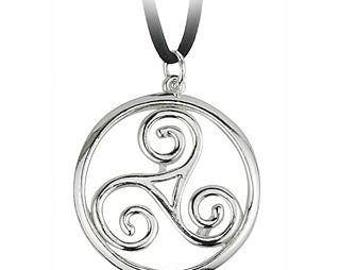 Rhodium plated triple spiral round celtic pendant