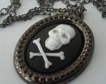 Skull and Crossbones Pirate Halloween Necklace